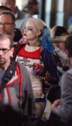 margot-robbie-on-the-set-of-suicide-squad-in-toronto-may-2015_6